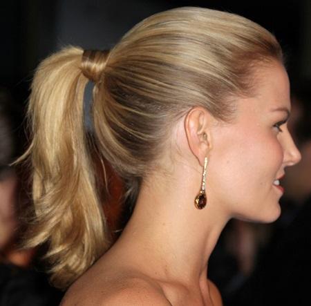 Une coiffure pour femme cheveux mi longs